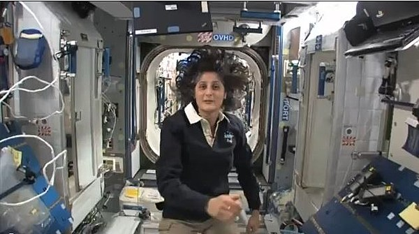 astronaut gives home tour in space -#main